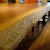 一枚板無垢テーブルの仕上げ方法とお手入れ